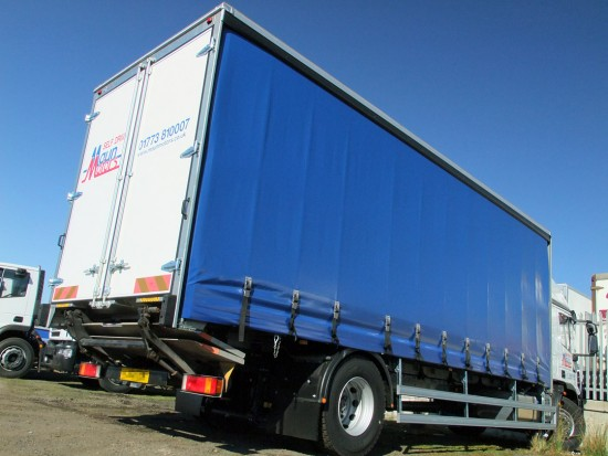 18t Curtain Side Sleeper Cab Tail lift Iveco 06
