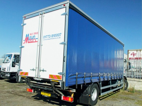18t Curtain Side Sleeper Cab Tail lift Iveco 07