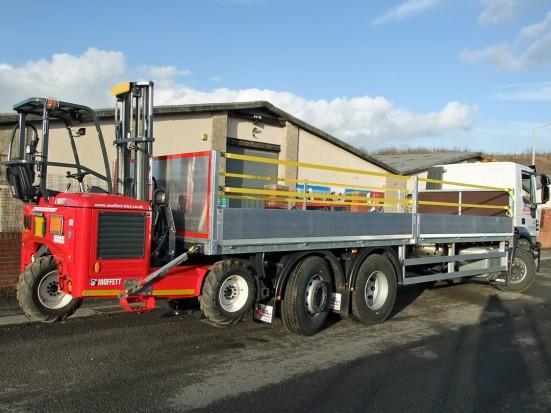 26 tonne Moffett Dropside Day Cab Rental 09