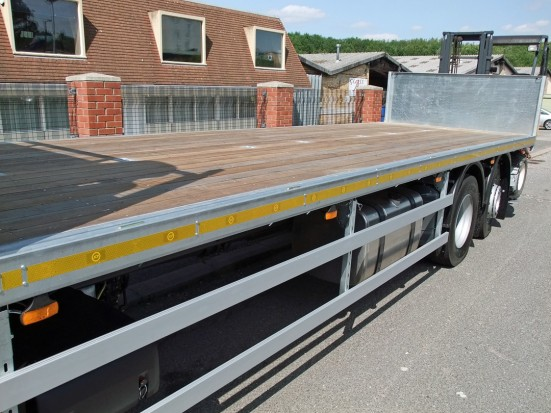 26 tonne Moffett Flatbed Sleeper Cab Rental 05