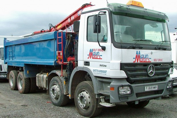 32 tonne 8 wheel Tipper Grab Muckaway Rental 02