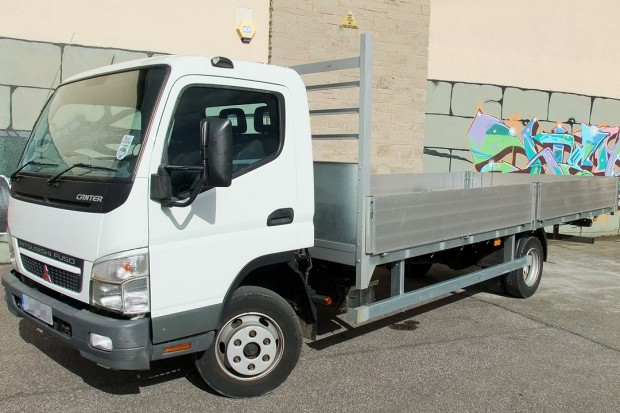 7-5 tonne Fuso Canter Dropside Rental 01