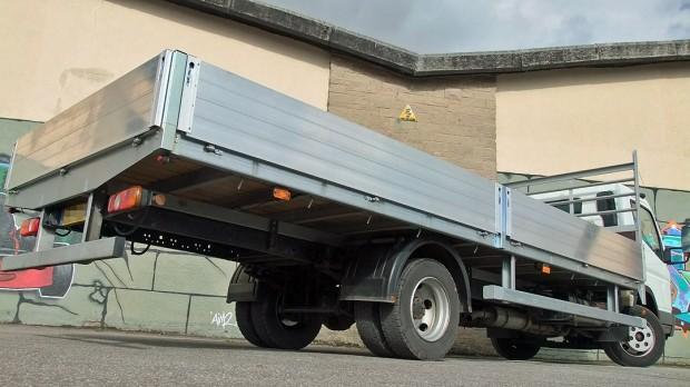 7-5 tonne Fuso Canter Dropside Rental 06
