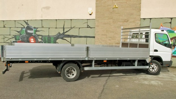 7-5 tonne Fuso Canter Dropside Rental 07