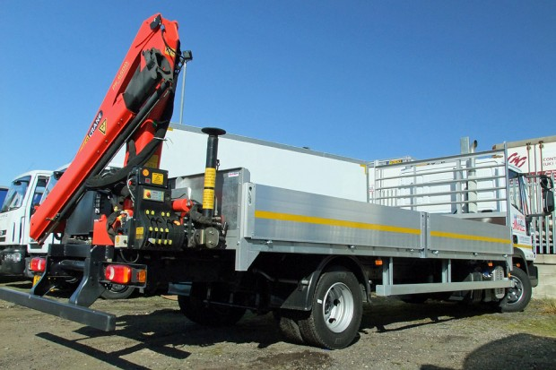7-5t Dropside Rear-Mount Crane Rental 02