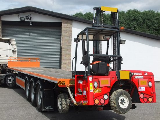 Flatbed Tri-Axle Moffett Trailer_HIRE_05