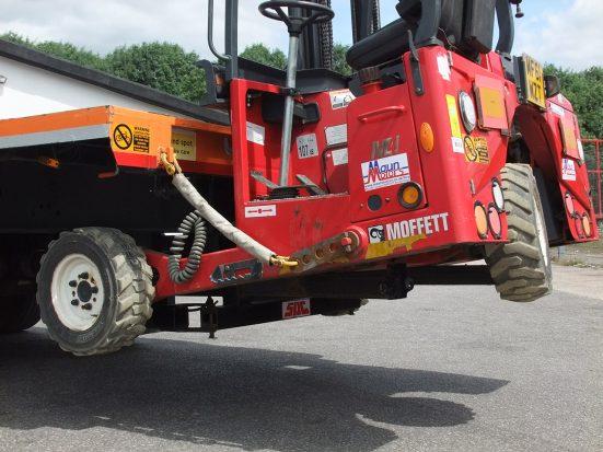 Flatbed Tri-Axle Moffett Trailer_HIRE_07