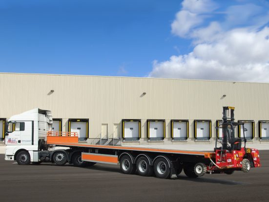 Flatbed Tri-Axle Moffett Trailer_HIRE_09f