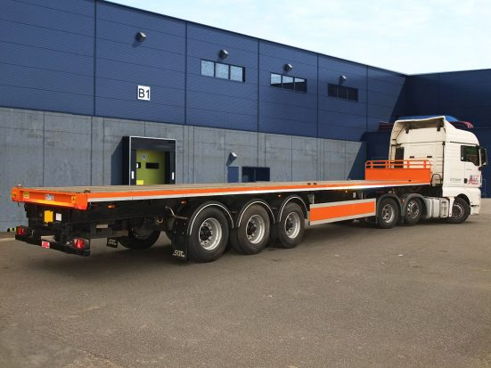 Flatbed Tri-Axle Moffett Trailer_HIRE_12b