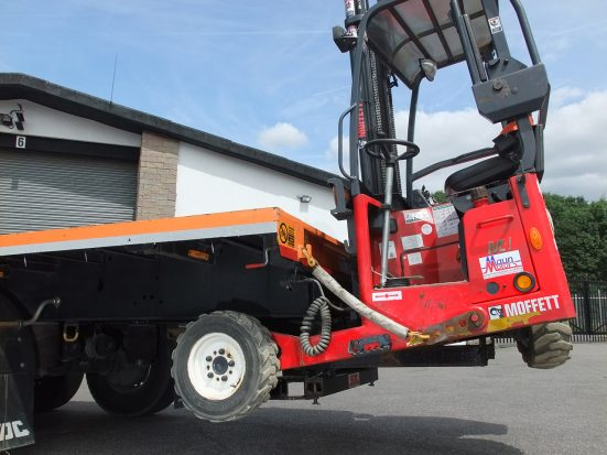 Flatbed Tri-Axle Moffett Trailer_HIRE_16