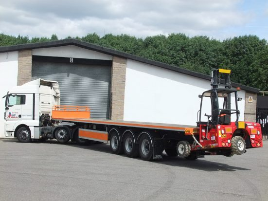 Flatbed Trailer Hire - HGV Tri Axle 40 foot Flat Trailer with Moffett Mounting Kit for Forklift