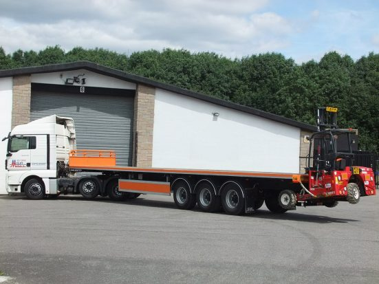 Flatbed Tri-Axle Moffett Trailer_HIRE_24