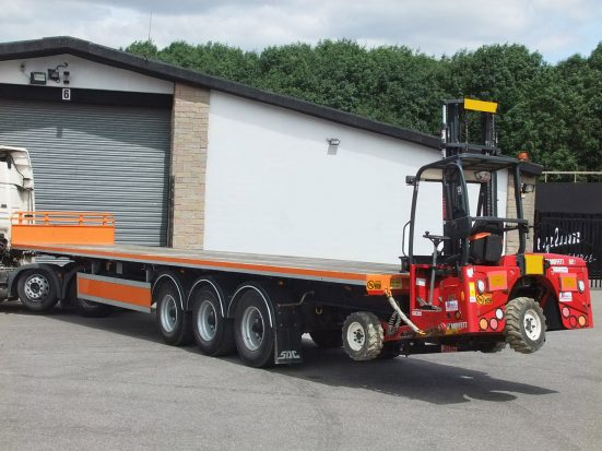 Flatbed Tri-Axle Moffett Trailer_HIRE_25