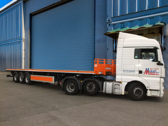 Flatbed Tri-Axle Moffett Trailer_HIRE_27