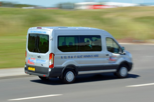 Ford Transit 12 Seat Minibus Mk8 (panning) 03