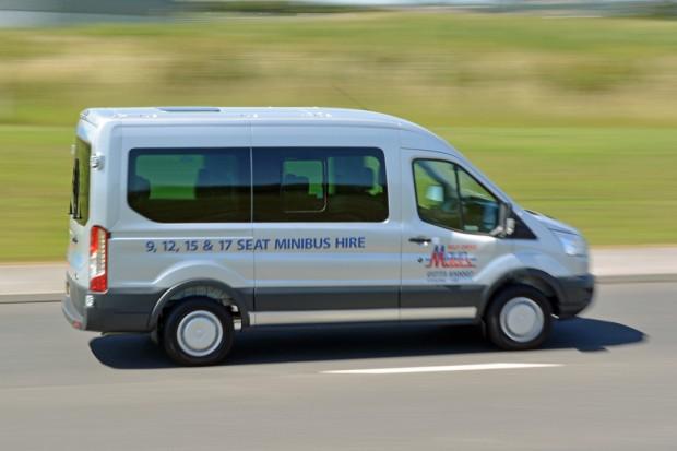 Ford Transit 12 Seat Minibus Mk8 (panning) 04
