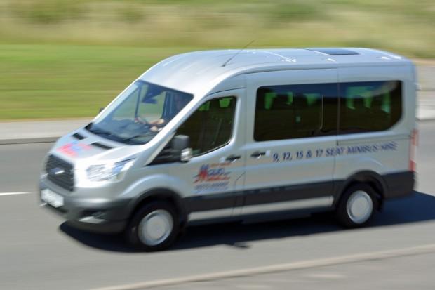 Ford Transit 12 Seat Minibus Mk8 (panning) 07
