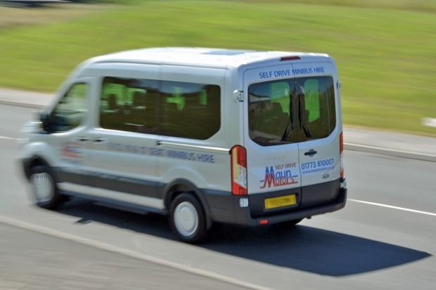 Ford Transit 12 Seat Minibus Mk8 (panning) 08