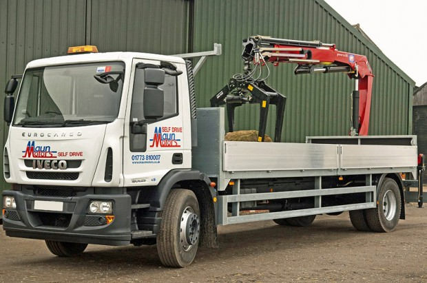 Iveco 180E25 - Dropside - Rear Brick Grab 03