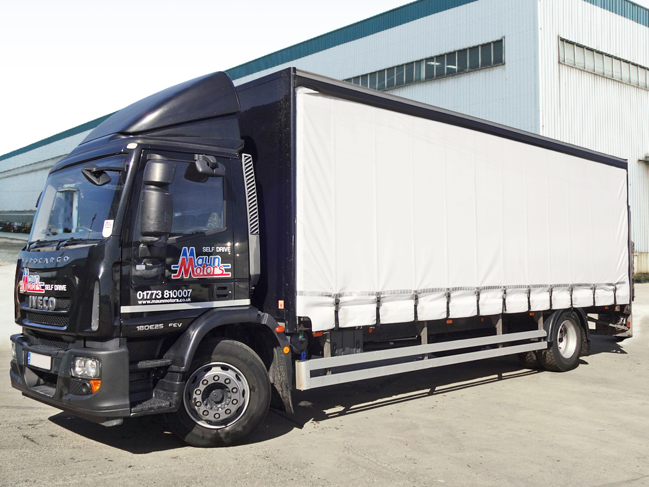 18t Curtain Side Truck with Tail Lift - Day Cab