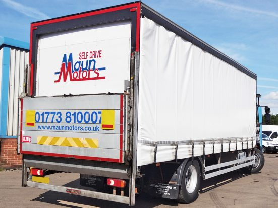 Iveco 18t Curtain & Tail Lift + Logo_HRE_08z