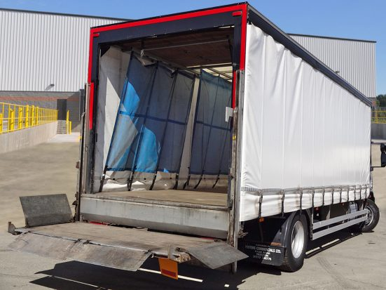 Iveco 18t Curtain & Tail Lift + Logo_HRE_10z