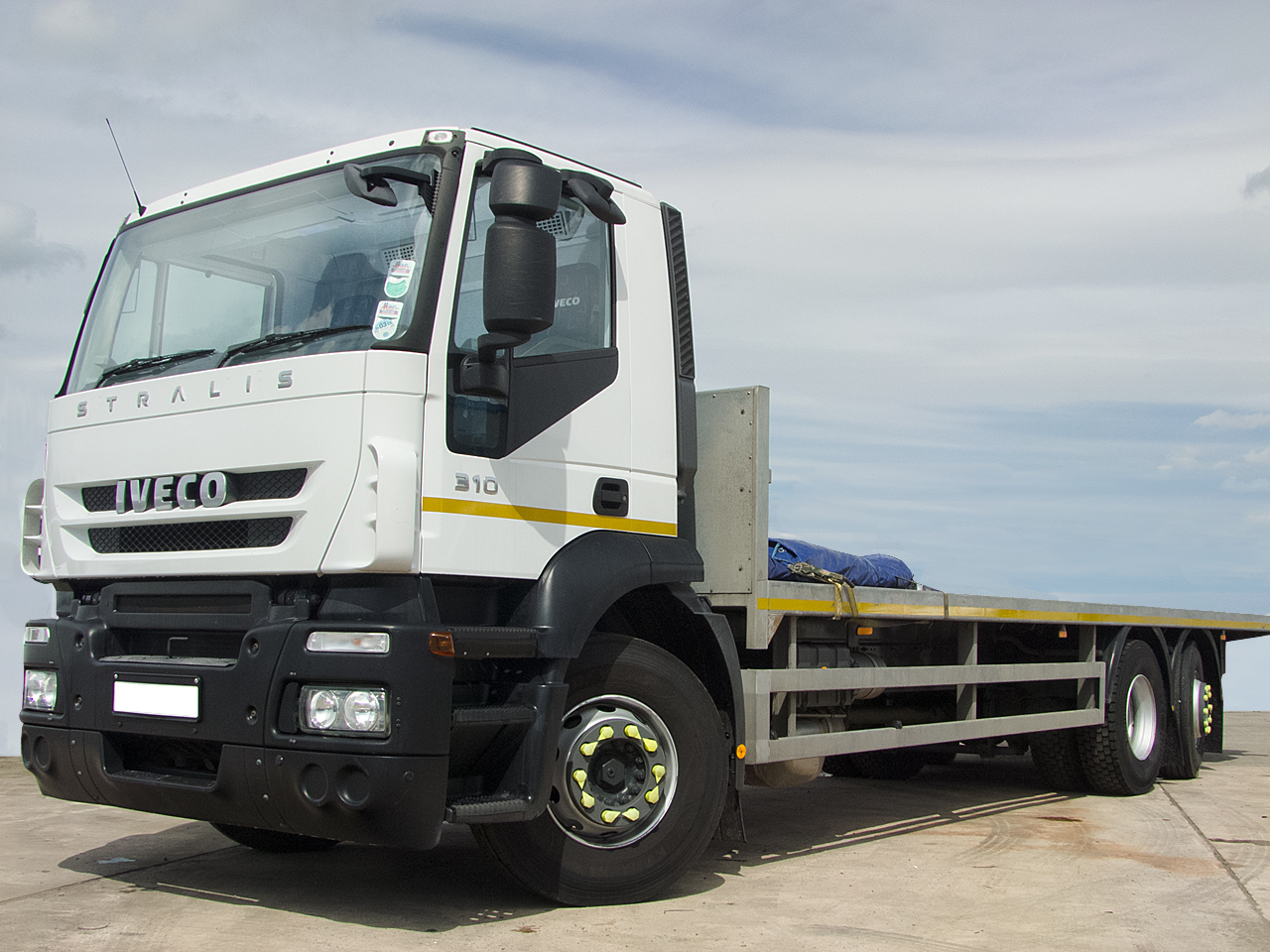 26t Flatbed Lorry Hire - Rear Steer - Day Cab