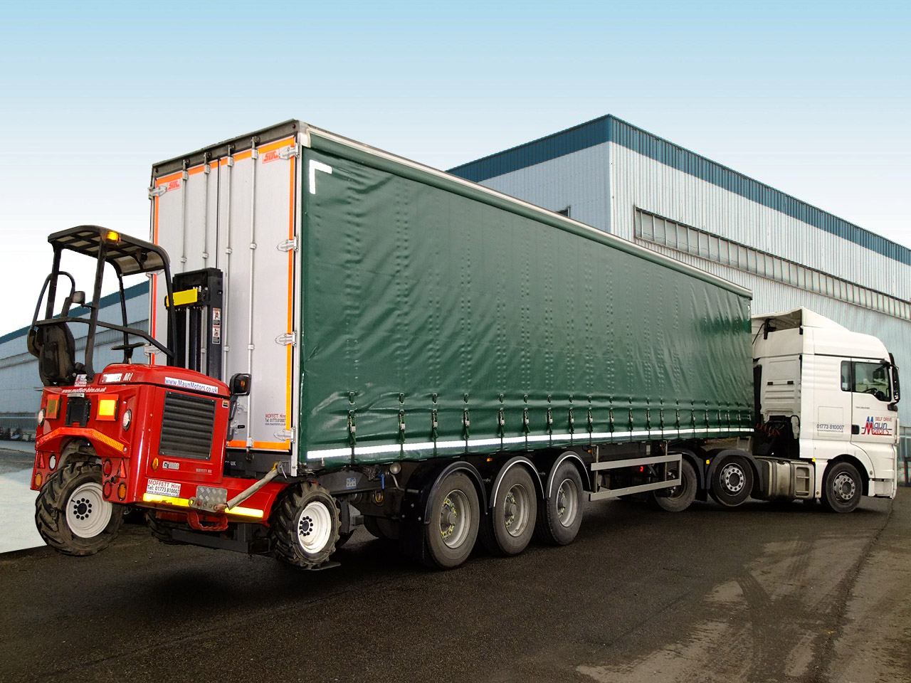HGV Trailer Rental - 40 foot Curtain-Side Tri-Axle, Moffett Mounting Kit