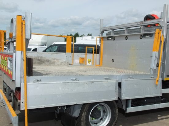 Mercedes Atego Dropside + Crane - no Logo_HIRE _31