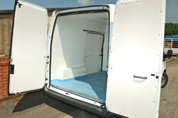 Refrigerated Chiller Transit Fridge Van Rental 03