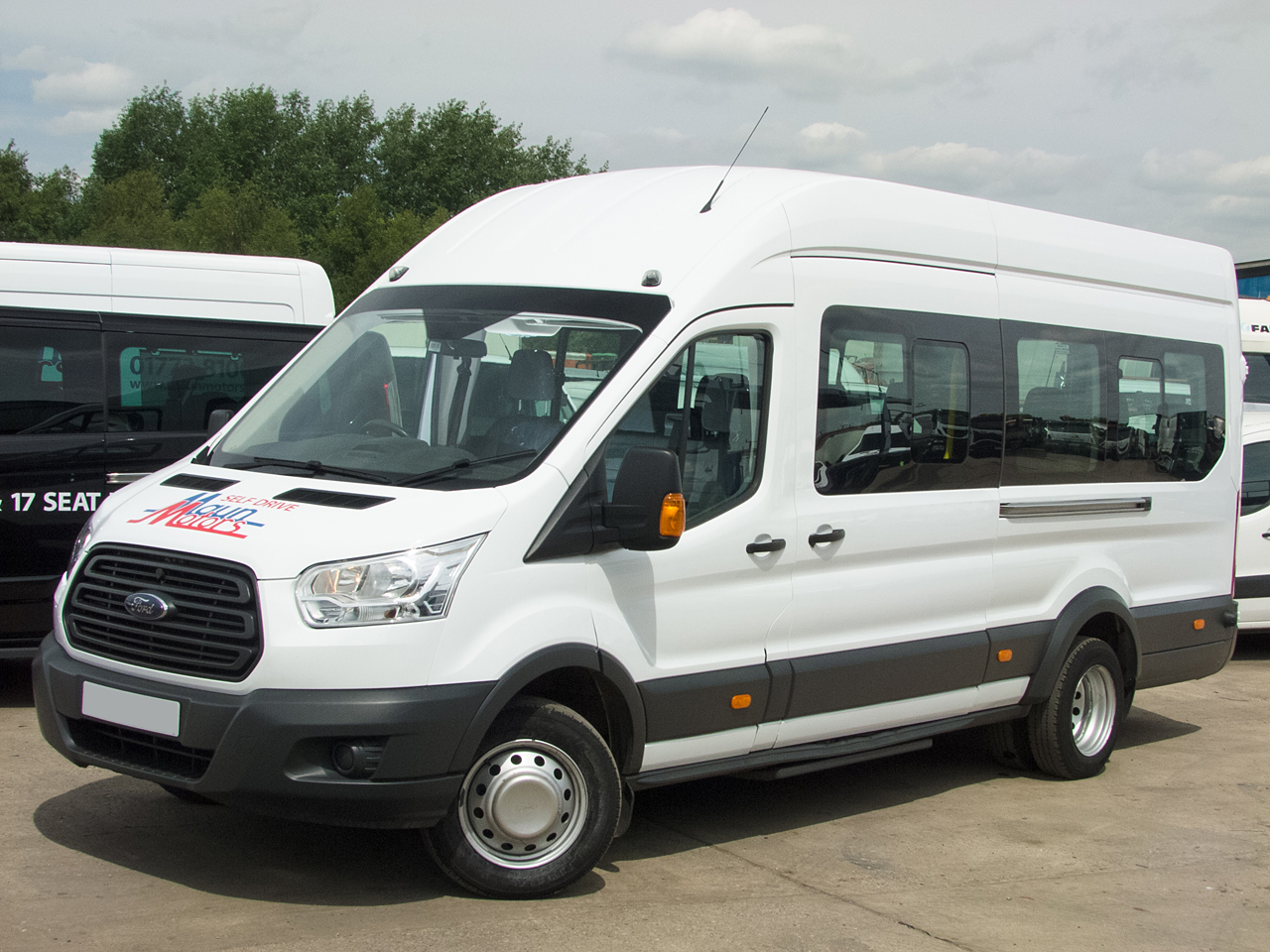 PSV Minibus hire. 15 seat and 17 seat self drive PSV minibuses available, rental, from Maun Motors Self Drive