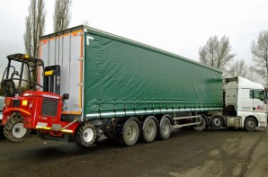 Tri-Axle Curtain-Side HGV Trailer Rental with Moffett Mounting Attachment Kit 07