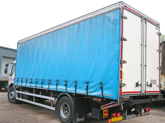 daf-18t-curtain-tail-lift_HIRE_02_S