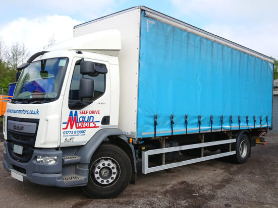 daf-18t-curtain-tail-lift_HIRE_03_S