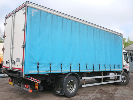 daf-18t-curtain-tail-lift_HIRE_04_S