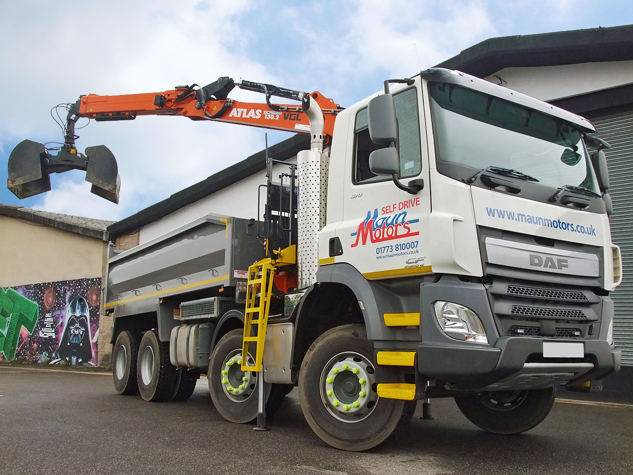 32t Tipper Grab Crane Lorry Hire - Muckaway Tipper with Front Mounted Loader