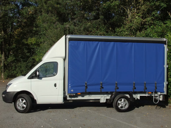 ldv-v80-curtain-side_hire_02