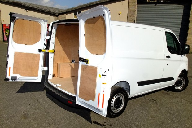 Ford Transit Custom Panel Van 03